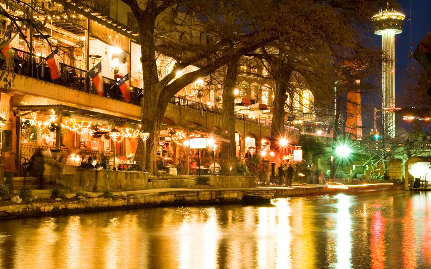 San-Antonio-Riverwalk-evening